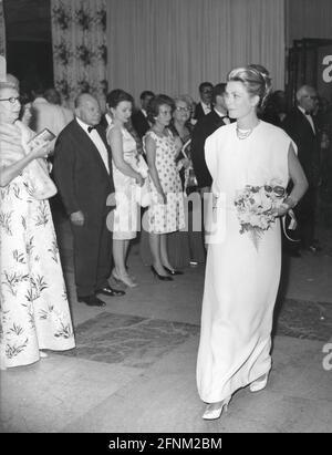 Kelly, Grace, 12.11.1929 -, 14.9.1982, actrice américaine, Pleine longueur, pendant la réception, Monte Carlo, DROITS-SUPPLÉMENTAIRES-AUTORISATION-INFO-NON-DISPONIBLE