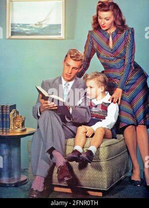 RHONDA FLEMING (1923-2020) actrice et chanteuse américaine avec elle Premier mari Thomas Wade vers 1942 avec leur fils Kent