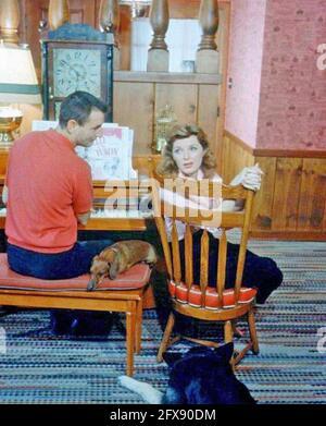 JULIE LONDON (1926-2000) chanteuse américaine et actrice fim avec elle Premier mari Jack Webb vers 1950