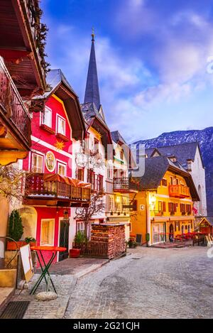 Hallstatt, Autriche - lever du soleil à Marktplatz Hallstatt village pittoresque en haute-Autriche, Alpes autrichiennes.