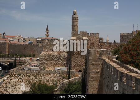 Tour de David ou Citadelle de David, minaret d'une partie de la mosquée de la citadelle, à gauche et à droite sont des parties de la vieille Jérusalem fortifié entourant les murs.