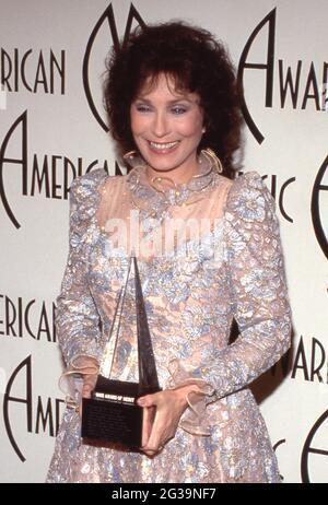 Loretta Lynn au 12e Prix annuel de la musique américaine au Shrine Auditorium à Los Angeles, Californie, 28 janvier 1985 crédit: Ralph Dominguez/MediaPunch