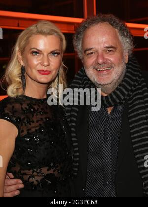 Rédacteur en chef du tabloïd MDR Brisant Annette MuGrauer avec le directeur du divertissement MDR Peter Dreckmann