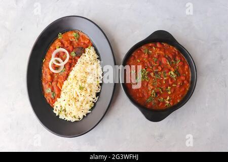 Rajma Chawal est une nourriture populaire du nord de l'Inde. Rajma est un haricot rouge cuit avec des oignons, des tomates et un mélange spécial d'épices.