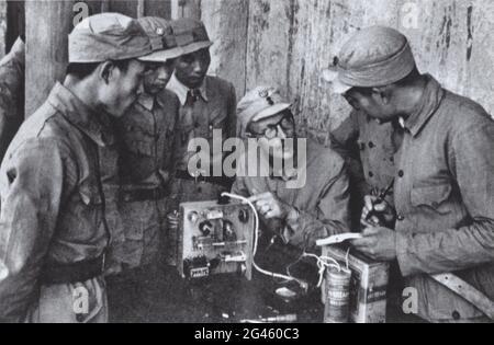 Pékin, Chine. 19 juin 2021. Un fichier photo non daté montre Michael Lindsay enseignant des compétences radio pendant un cours d'entraînement à l'armée chinoise. Credit: Xinhua/Alay Live News