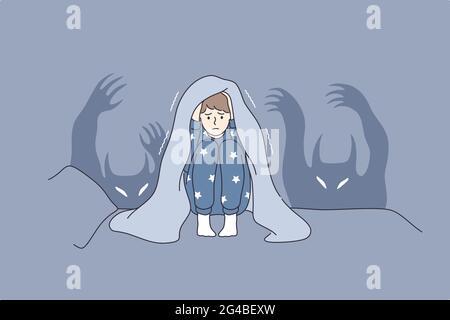 Enfants cauchemars et craintes concept. Personnage de dessin animé gamin assis dans le lit couvrant la tête avec une couverture peur des fantômes et se cachant dans l'illustration du vecteur de lit