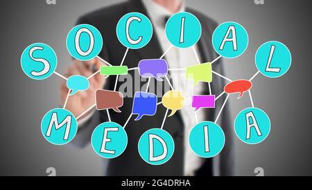 Concept de médias sociaux dessiné par un homme d'affaires en arrière-plan