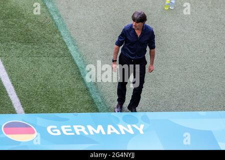 Munich, Allemagne. 19 juin 2021. Joachim Low entraîneur de l'Allemagne vu lors du match de championnat de l'UEFA EURO 2020 du groupe F entre le Portugal et l'Allemagne à l'arène de football de Munich. (Note finale; Portugal 2:4 Allemagne) crédit: SOPA Images Limited/Alay Live News