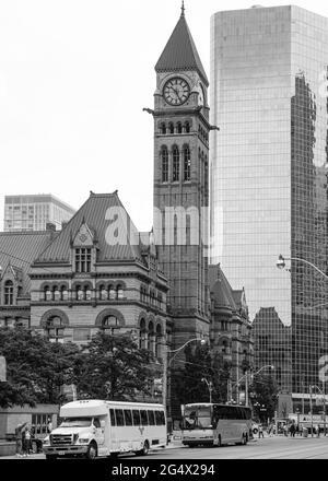 L'ancien hôtel de ville de Toronto a été le siège de son conseil municipal de 1899 à 1966 et demeure l'une des structures les plus importantes de la ville. Le bâtiment est à que