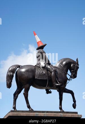Statue équestre du duc de Wellington avec chapeau de « bardard à la circulation », George Square, Glasgow City, Écosse, Royaume-Uni