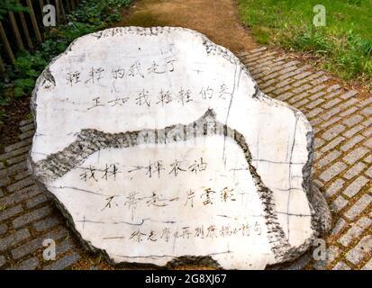 CAMBRIDGE ENGLAND KING'S COLLEGE MEMORIAL STONE POUR XU ZHIMO LE POÈTE CHINOIS