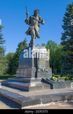 VELIKIE LUKI, RUSSIE - 04 JUILLET 2021 : monument à Alexandre Matrosov le jour de juillet