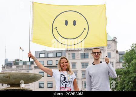 Londres, Royaume-Uni. 24 juillet 2021. Les manifestants se rassemblent à Trafalgar Square contre les règles de confinement, la vaccination COVID-19 et le passeport vaccinal