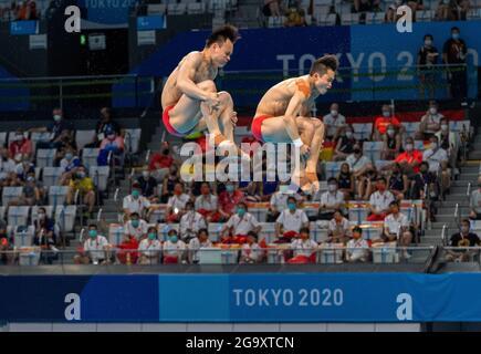Centre aquatique de Tokyo, Tokyo, Japon. 28 juillet 2021. Mens Syncronisé 3m plongée, jour 5 des Jeux Olympiques d'été de Tokyo 2020; plongeurs chinois Zongyuan Wang et Siyi Xie crédit: Action plus Sports/Alay Live News