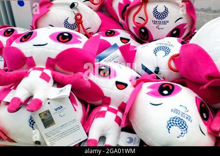 Tokyo, Japon. 28 juillet 2021. Le nom de la mascotte paralympique Tokyo 2020 est Someity, un énorme jeu de grue préféré dans le coin de jeu de Shinjuku, Tokyo. Crédit : SOPA Images Limited/Alamy Live News