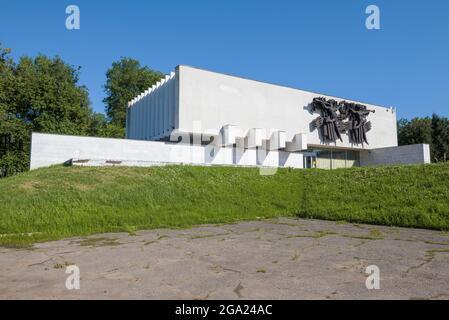 VELIKIE LUKI, RUSSIE - 04 JUILLET 2021 : la construction du musée d'histoire locale de la ville, le jour ensoleillé de juillet