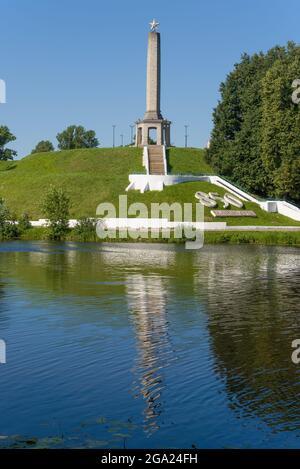 VELIKIE LUKI, RUSSIE - 04 JUILLET 2021 : vue de l'Obélisque de gloire, le jour de juillet