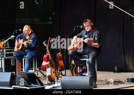 Dieter Birr und Uwe Hassbecker beim Open Air: Maschine intim - Lieder für Generationen mit Uwe Hassbecker im Parktheater im Großen Garten. Dresde, 31