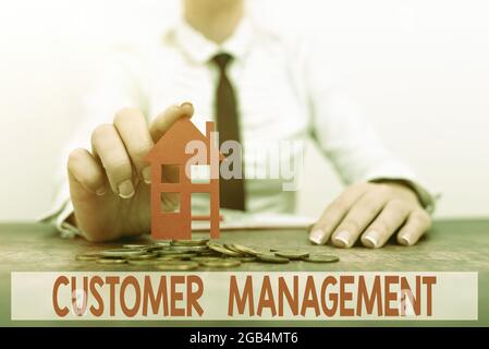 Affichage conceptuel gestion des clients. Aperçu de l'entreprise fidélisation de la clientèle et croissance des ventes nouveaux versements et investissements