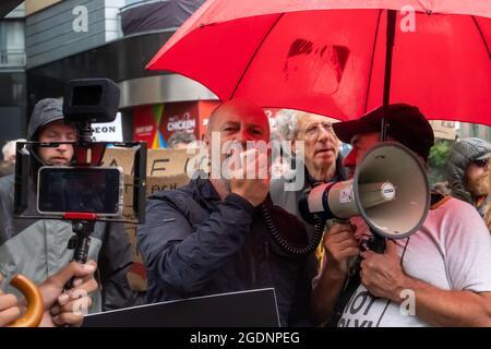 Glasgow, Écosse, Royaume-Uni. 14 août 2021. Piers Corbyn (le frère de l'ancien leader travailliste Jeremy Corbyn) se joint à une manifestation anti-vaccination dans les rues de la ville. Credit: SKULLY/Alay Live News