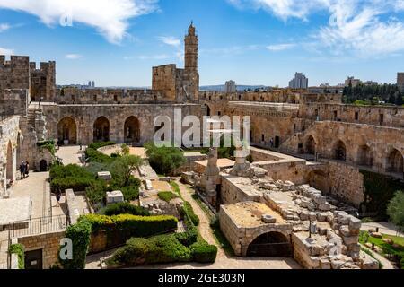 La Citadelle (Tour de David) avec les découvertes archéologiques dans sa cour dans la vieille ville de Jérusalem, Israël