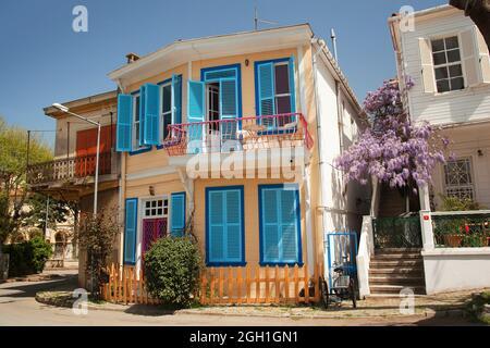 Vue sur les vieilles maisons en bois avec balcons à Büyükada, Buyukada-Prinkipos, la plus grande des îles des Princes, Mer de Marmara, Istanbul Turquie,