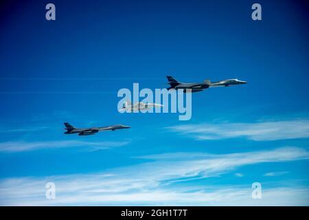 CANADA (le 29 mai 2020) Un Super Hornet F/A-18e de la Marine américaine, en exploitation à partir du groupe de grève des transporteurs Harry S. Truman, en cours dans l'océan Atlantique Nord,