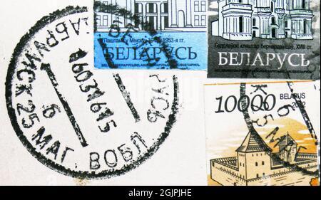 MOSCOU, RUSSIE - 17 AVRIL 2021 : timbres-poste imprimés en Biélorussie montre le cachet de poste de Babruysk daté de 2015