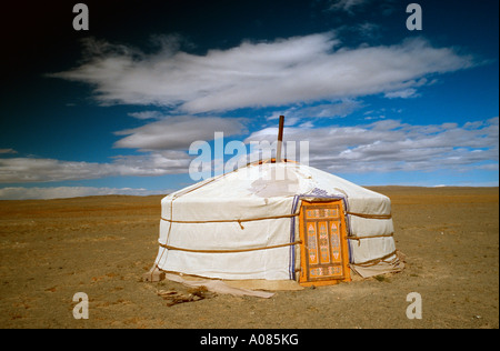 9 Oct 2006 - Ger à les dunes de sable de Khongoryn Els du désert de Gobi en Mongolie Banque D'Images
