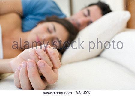 Couple de couchage Banque D'Images