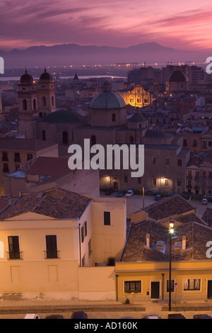 Coucher de soleil sur la ville de Cagliari, Sardaigne, Italie Banque D'Images
