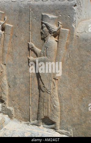 Reliefs guerriers en Iran PERSEPOLIS escaliers palais Apadana Banque D'Images