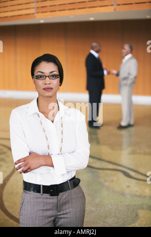African businesswoman with arms crossed Banque D'Images