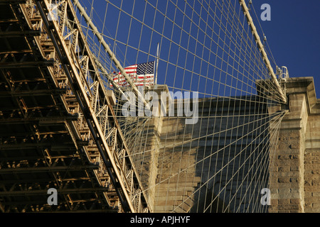 New York Brooklyn Bridge à partir d'un bateau sur le cercle K tour de l'île de Manhattan Banque D'Images