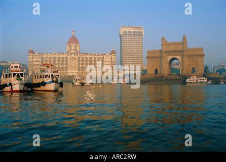 Le Taj Mahal Intercontinental Hotel et l'entrée de l'Inde, Mumbai, anciennement appelée Bombay, l'État du Maharashtra, Banque D'Images