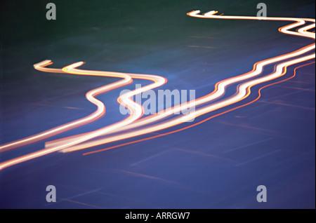 Les sentiers de la lumière de l'automobile Banque D'Images