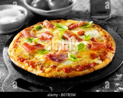 Pizza au jambon procuitto Banque D'Images