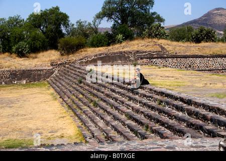 Un touriste à Teotihuacan, la plus grande ville précolombienne des Amériques, du Mexique et de la Méso-Amérique Banque D'Images