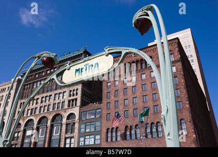 Système ferroviaire Metra station, inscrivez-vous dans le style du métro de Paris, Chicago, Illinois, États-Unis Banque D'Images