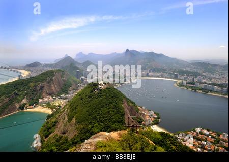 Vue depuis le mont Sugarloaf sur Rio de Janeiro, Brésil, Amérique du Sud Banque D'Images