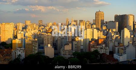 Crépuscule dans la ville de Sao Paulo Brésil Banque D'Images