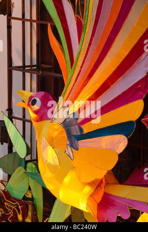 Lanternes colorées à Chenghuang Temple juste célébrer Fête des lanternes pendant le Nouvel An Chinois Shanghai Chine Banque D'Images