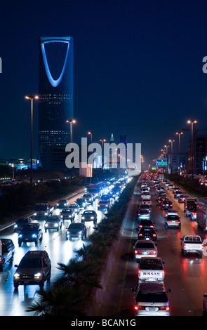Rijadh trafic sur la King Fahd Road Banque D'Images