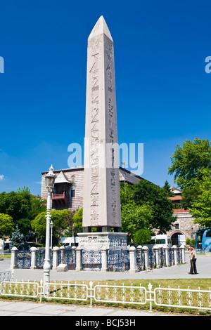 Sultanahmet , Istanbul , Turquie , caractéristique centrale de l'Hippodrome , Obélisque construit 1500 BC à Louxor Banque D'Images