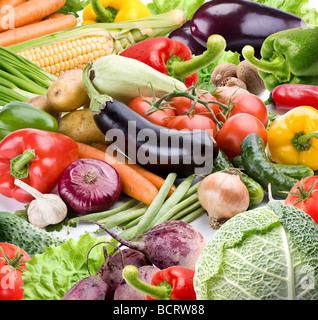Des légumes sur un fond blanc Banque D'Images