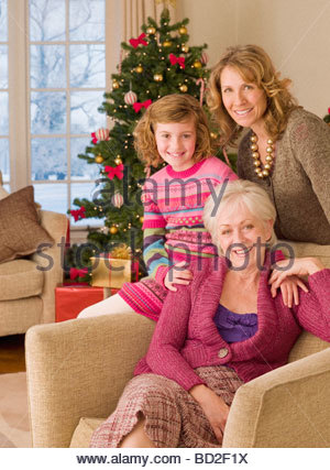 Multi-generation family near Christmas Tree Banque D'Images