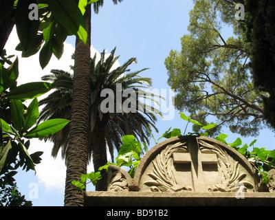 Pierre tombale dans le cimetière protestant de Rome, près de piramide Banque D'Images