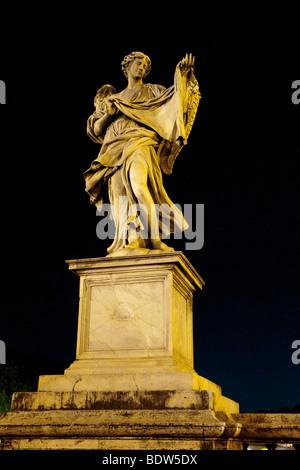 Rome, Italie. Ange avec le sudarium sur Ponte Sant'Angelo Banque D'Images