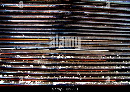 Image abstraite d'un banc de parc en bois patiné et usé pendant de nombreuses années. Banque D'Images