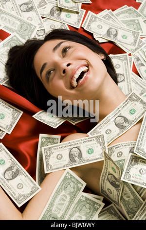 Femme avec des billets d'un dollar Banque D'Images